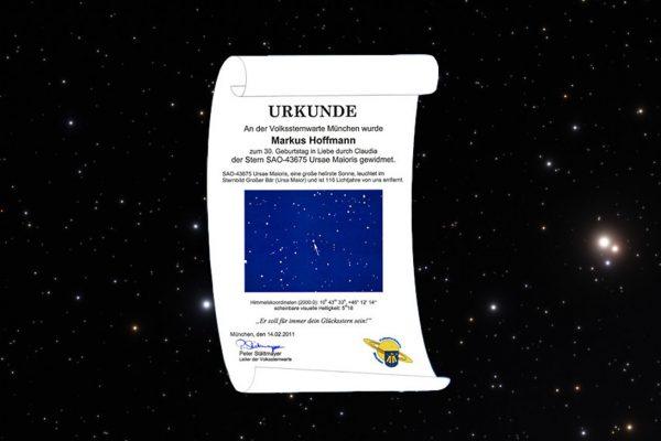 Sternwidmung Urkunde vor Sternenhimmel
